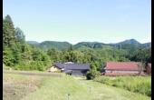 家の裏にある畑とそこからの景観